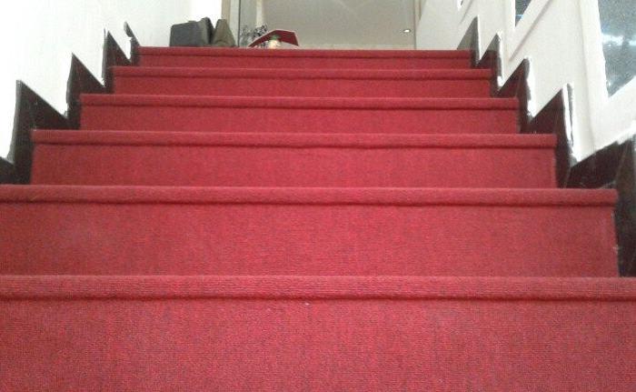 Dịch vụ giặt thảm cầu thang