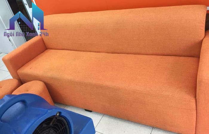 Cách làm sạch ghế sofa vải nỉ