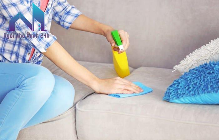 Làm sạch mùi hôi trên ghế sofa nỉ